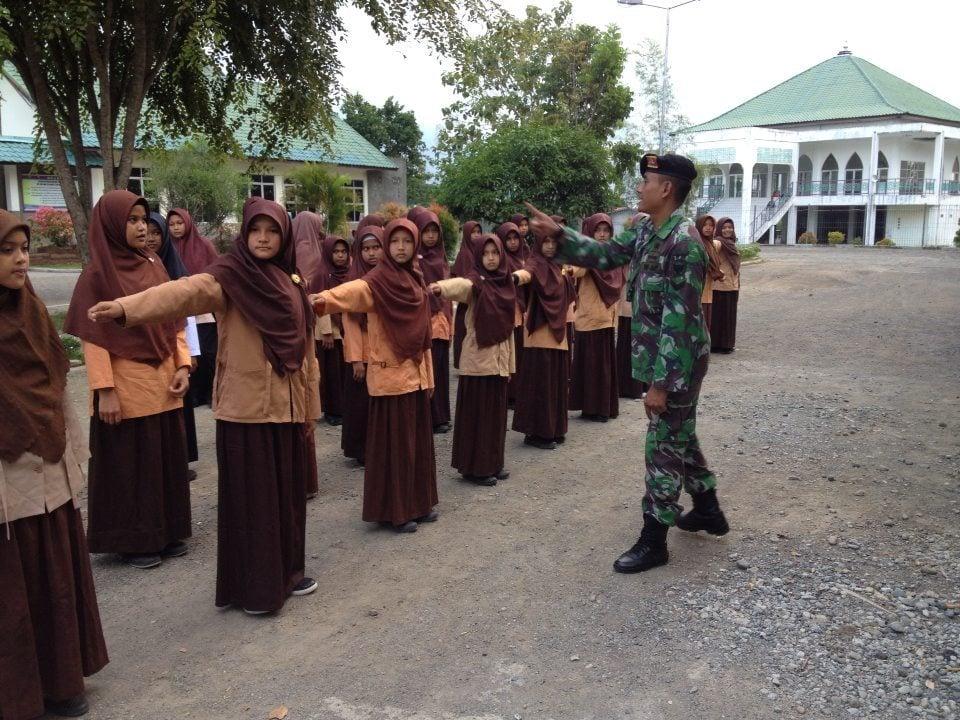 Prajurit Yonkav Tanamkan Kedisiplinan SMK Islamic Solidarity School