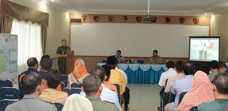 Danrem 031/Wirabima Pimpim Briefing Karlahut : Tindak Tegas Pelaku Pembakaran Lahan Dan Hutan Dengan Satukan Tekad Bebaskan Riau Dari Asap