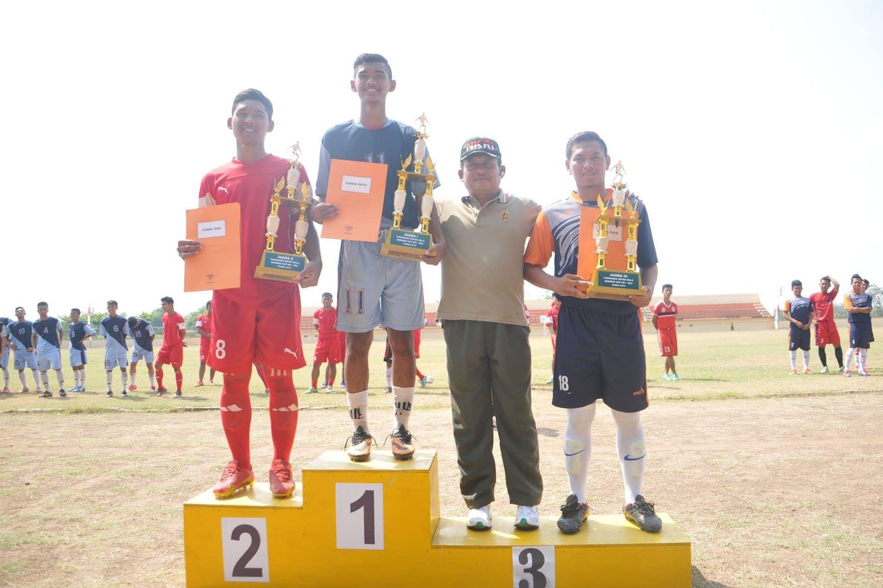 Kasiter Rem 081 Letkol Inf Saptono Adi Birowo pada acara penutupan piala Danrem Cup (5)