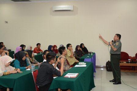 Danrem 031/Wirabima Bekali Calon Guru Program SM3T Dengan Ilmu Wawasan Kebangsaan