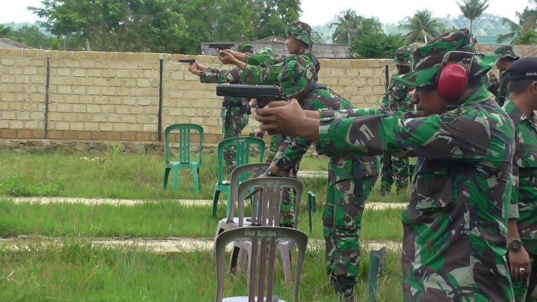 Yonif 752/VYS Melaksanakan Kegiatan Latihan Menembak Pistol