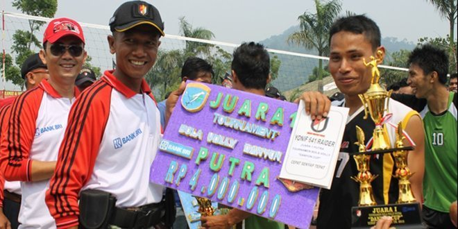 "Turnamen Bola Volly ""Danyon Cup"" Yonif 641 Raider Ditutup"