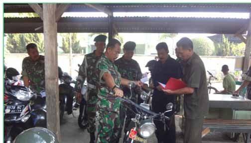 Kasdim 0815/Mojokerto Sidak Kelengkapan Kendaraan Dinas Maupun Pribadi Bagi Anggota Dan PNS Jajaran