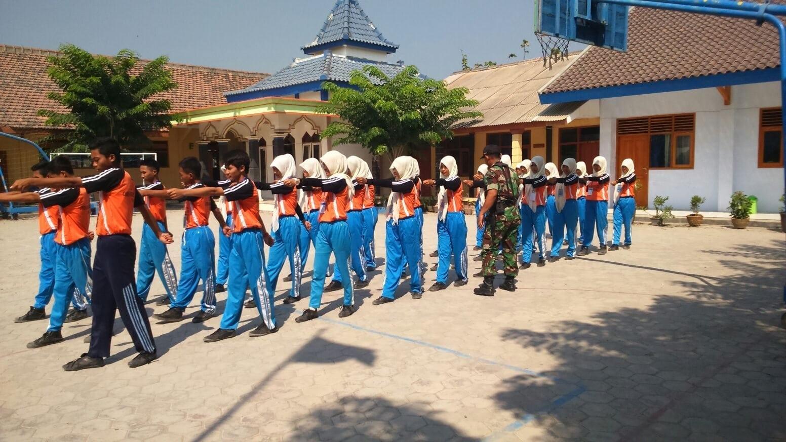 Kodim Gelar Pelatihan Baris Berbaris Siswa-Siswi SMKN Kasreman Ngawi