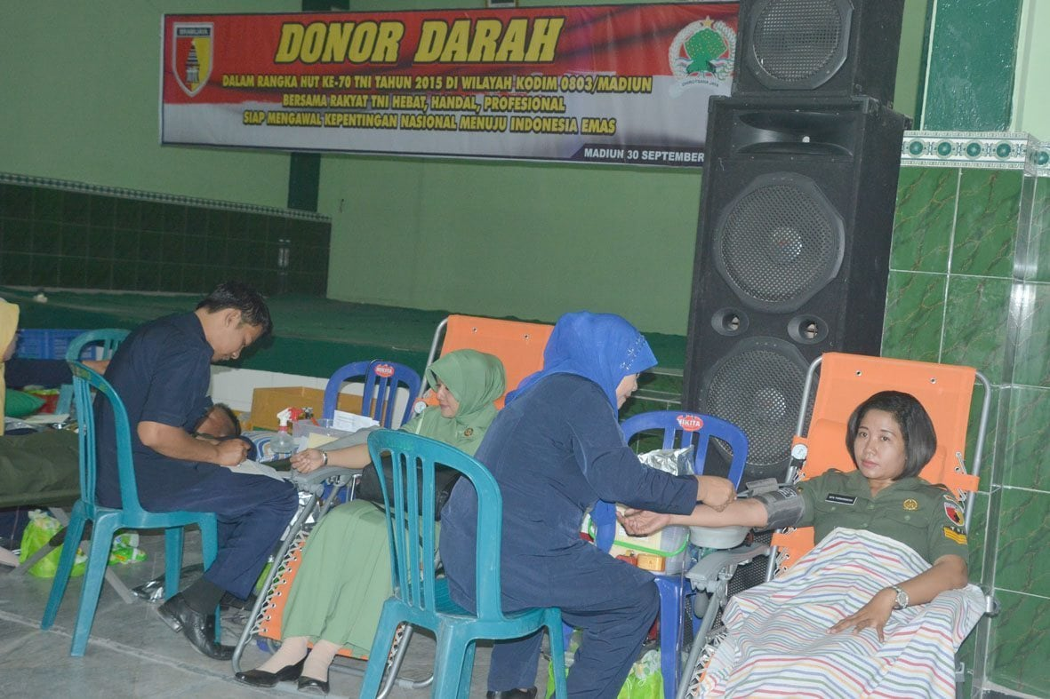 Donor darah HUT TNI Ke 70 (3)