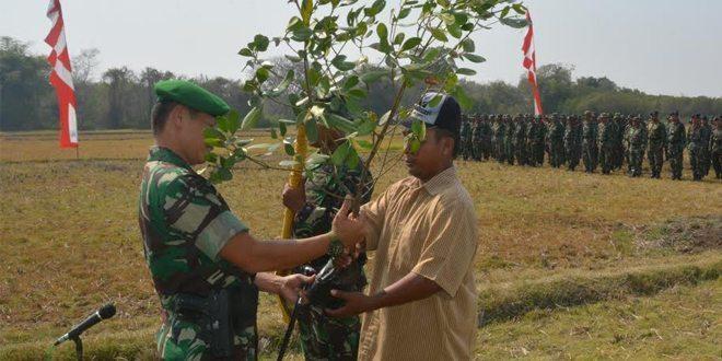 "Danrem 084/BJ ""Tingkatkan Kemanunggalan TNI dengan Rakyat, Sehingga Tumbuh Semangat Persatuan dan Kesatuan"""