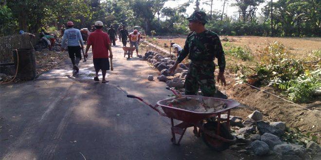 Koramil 05/Sleman Dan Warga Sidomulyo Gotong Royong Bangun Talud