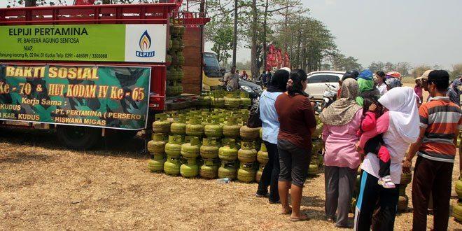 Kodim Kudus Gelar Bazar Pasar Murah Jelang HUT TNI Ke-70 Dan HUT Kodam IV/Dip Ke-65