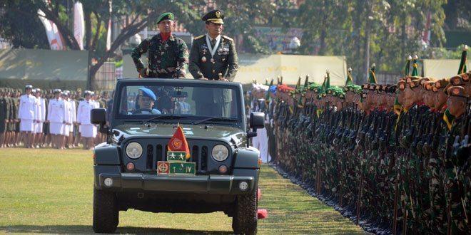 Bersama Rakyat, TNI Kuat Menjalankan Tugas Pengabdian