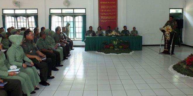 Pengarahan Komandan Korem 071/WK Bagi Prajurit, PNS dan Persit Kodim 0701/Bms