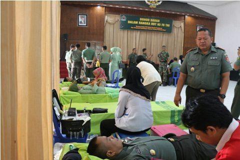HUT KE-70 TNI : Korem 091/Asn Gelar Aksi Donor Darah