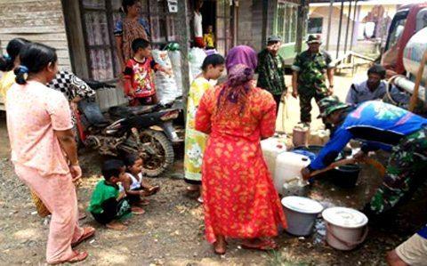 Kodim 1006/Mtp Bagikan Air Bersih