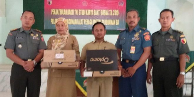 Pekan Bakti TNI, Kodim Bangkalan Salurkan Bantuan 20 laptop dan 10 OHP Untuk Warga