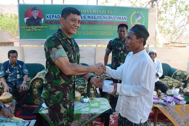 Danrem 162/WB Berikan Bantuan Untuk Pembangunan Masjid Nurul Iman di Dusun Lancing