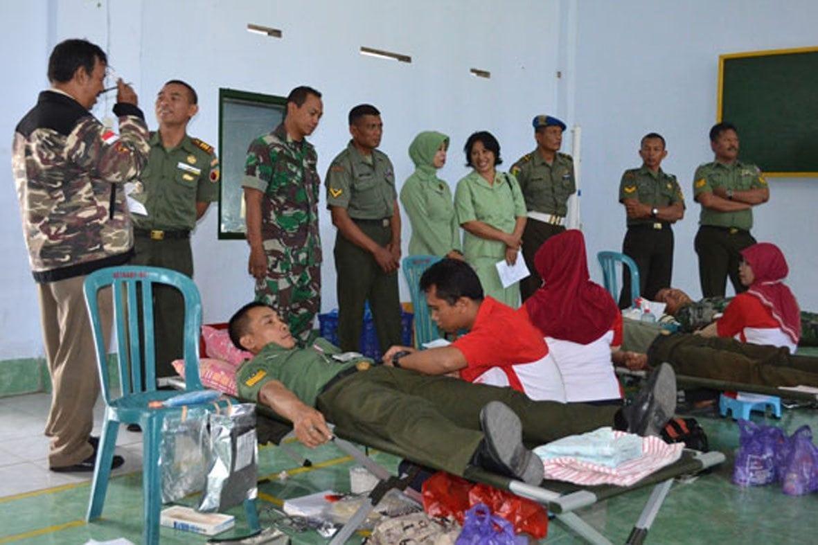 Kodim Magetan Gelar Donor Darah Sambut HUT TNI Ke 70