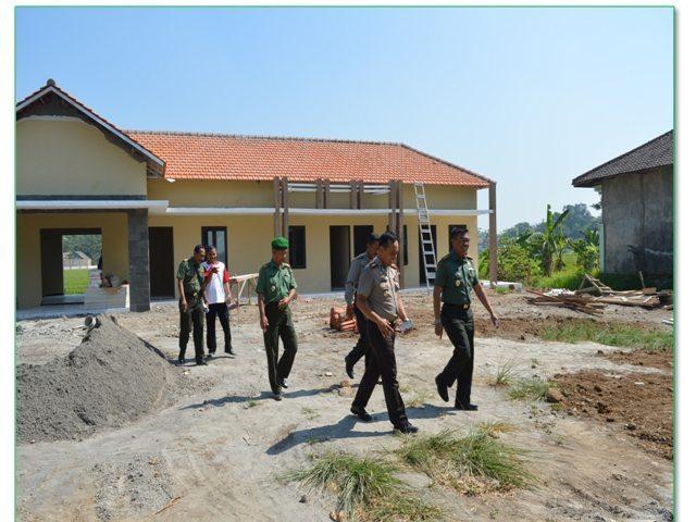 Kompaknya Dandim dan Kapolres Mojokerto, Tinjau Pembangunan Makoramil Mojoanyar