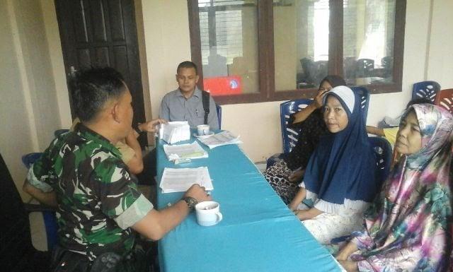 Babinsa Koramil 1/Bangkinang Bagikan Kartu Indonesia Sehat