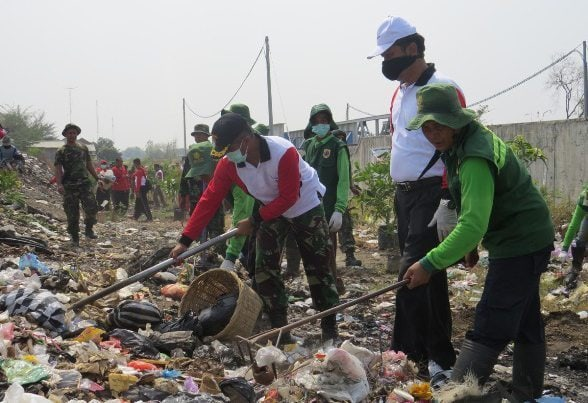 Pencanangan Gerakan Jumat Bersih-Bersih Desa Se-Kabupaten Brebes