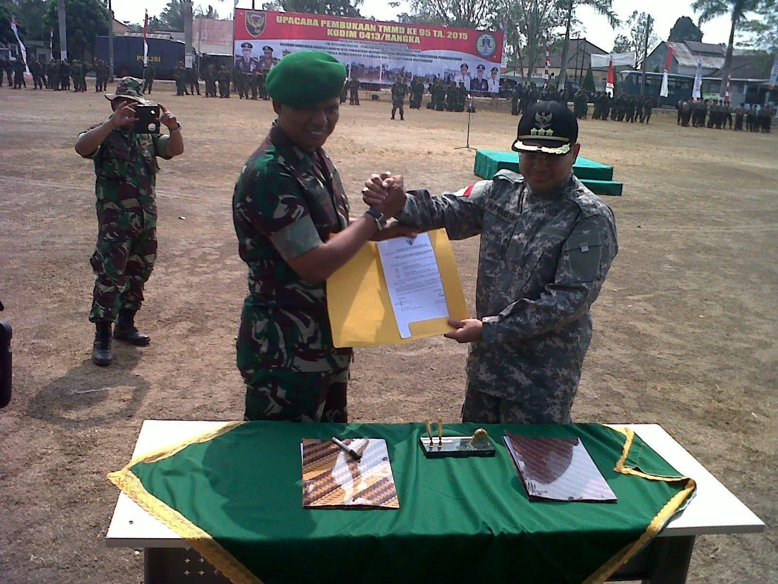 TNI Bersatu Bersama Masyarakat Melalui TMMD
