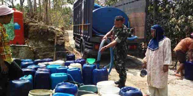 Babinsa Desa Tugu Bantu Kebutuhan Air Bersih Warga
