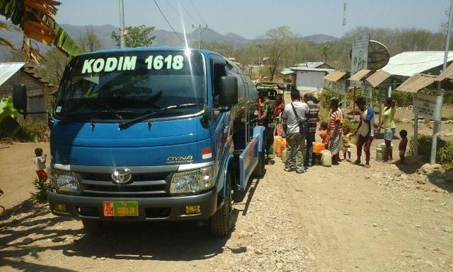 Kodim 1618/TTU : 10.000 Liter Air Bersih Buat Masyarakat Desa Buk