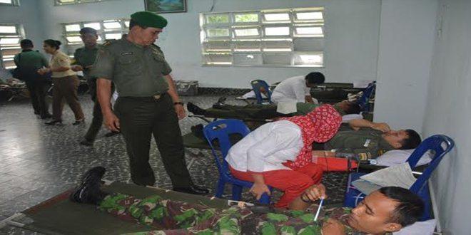 Prajurit Korem 022/Pt Donor Darah Dalam Rangka HUT Ke-70 TNI Tahun 2015
