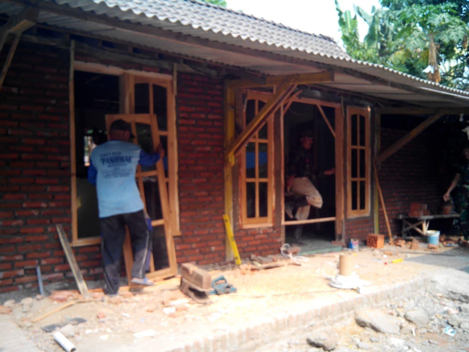 Kodim 0805/Ngawi Lakukan Bedah Rumah Milik Veteran