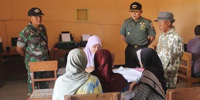 TNI Manunggal Membangun Desa (TMMD) ke-95 Tahun 2015 Adakan Pelayanan Pengurusan Surat Akta Kelahiran, KTP dan KK Secara Gratis