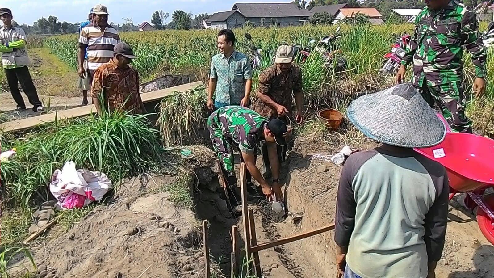 Realisasi Kebutuhan Petani, Kodim Blitar dan Warga Bangun Irigasi