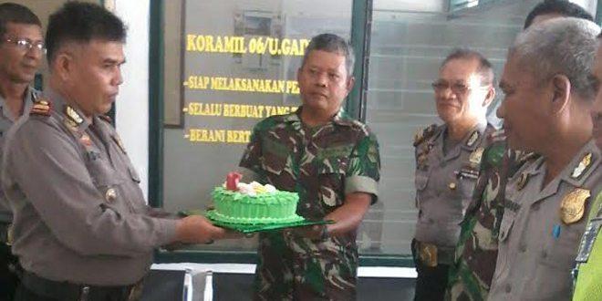 Hadiah Istimewa Dari Kapolsek Pasaman, HUT TNI Ke-70