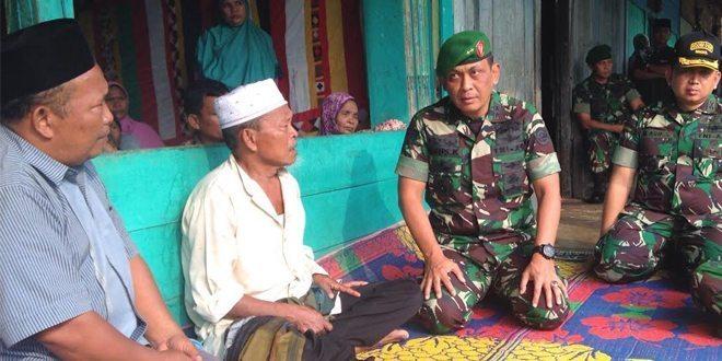 Pangdam IM Kunjugi Rumah Korban Pasca Bentrok Massa di Aceh Singkil