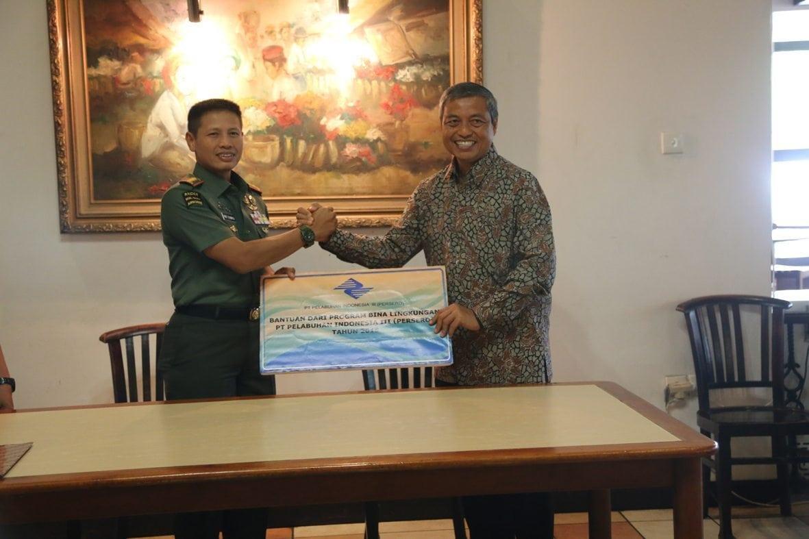Pelindo III dari program bina lingkungan salurkan bantuan melalui Korem 084/Bhaskara Jaya