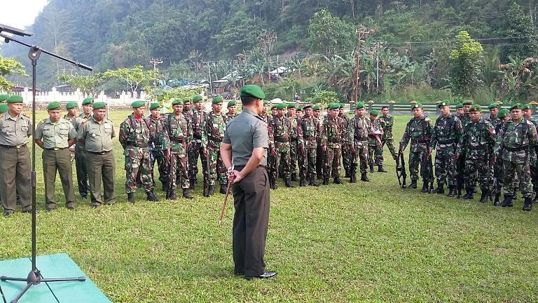 Prajurit TNI Garnizun Kaimana Terima Jam Komandan Kodim Kaimana