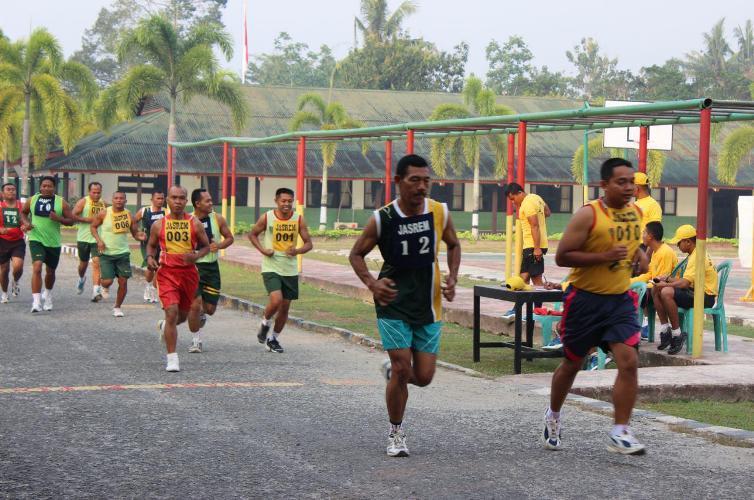 Prajurit Dan PNS Jajaran Korem 171/PVT Laksanakan Kesemaptaan Jasmani Periodik II Ta. 2015