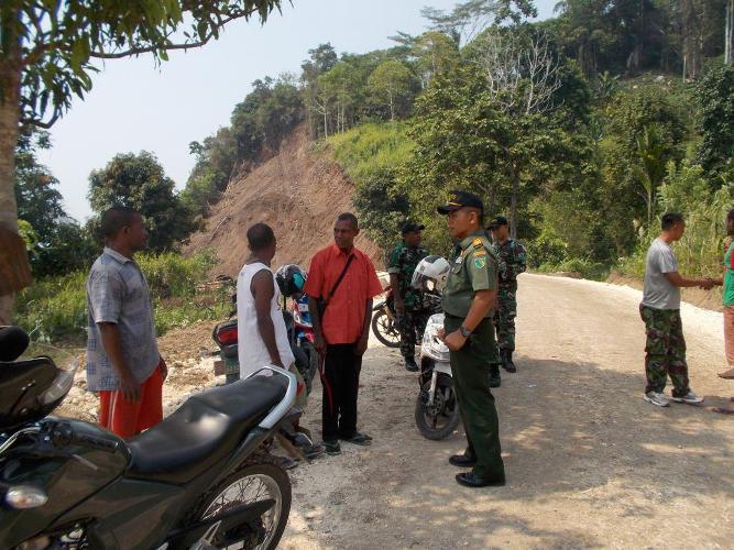 Koramil 1709-01/Yapsel Kodim 1709/Yawa Laksanakan Komsos di kampung Imandoa Distrik Anotaurei