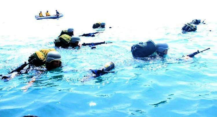 Yonif 753 /Avt Dalam Latihan Pemantapan Raider Melaksanakan Renang Taktis