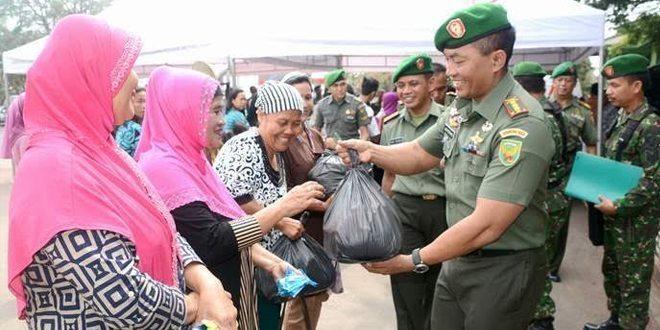 Komandan Korem 043/Gatam Tinjau Baksos Donor Darah Dan Pengobatan Massal Dalam Rangka HUT TNI KE- 70 Tahun 2015