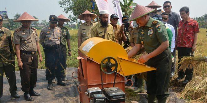 Danrem 061 /SK Panen Raya Padi Di Kel. Margajaya Kec. Bogor Barat Kota Bogor