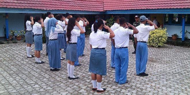 Satgas Pamrahwan Yonif 755/Yalet Mengajar Bela Negara SMK 4 Koya Barat