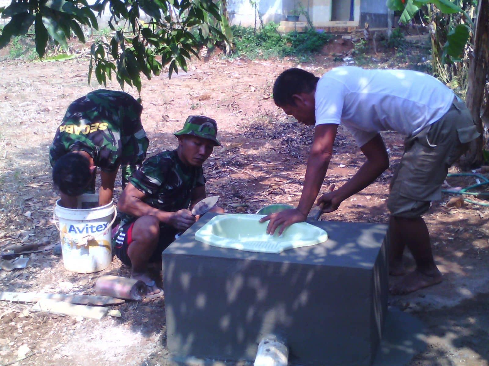 Wujudkan Dambaan Masyarakat, Koramil Arosbaya Bangun Jamban