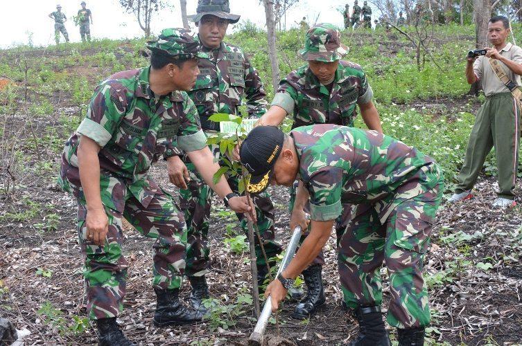 Kasrem 171/Pvt Membuka Kegiatan Aksi Reboisasi Areal Hutan Terbakar
