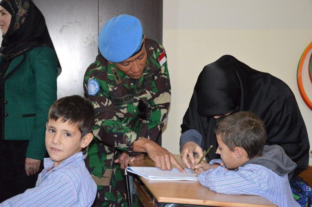 Satgas Indobatt Bantu Perlengkapan Sekolah di Lebanon Selatan