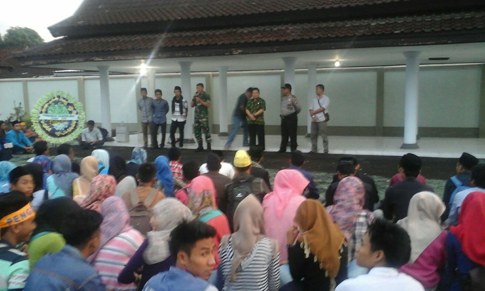 Danrem 162/WB Berikan Tauziah dalam Kegiatan Zikir Dan Do'a Bersama yang Digelar PMII Kota Mataram