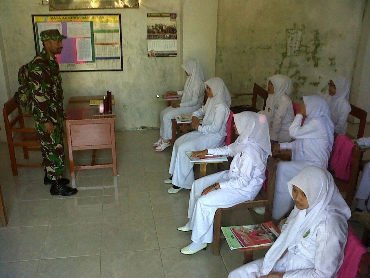 SMK AL-Ibrahimy Dapatkan Pelatihan Wasbang Dari Koramil Konang Bangkalan