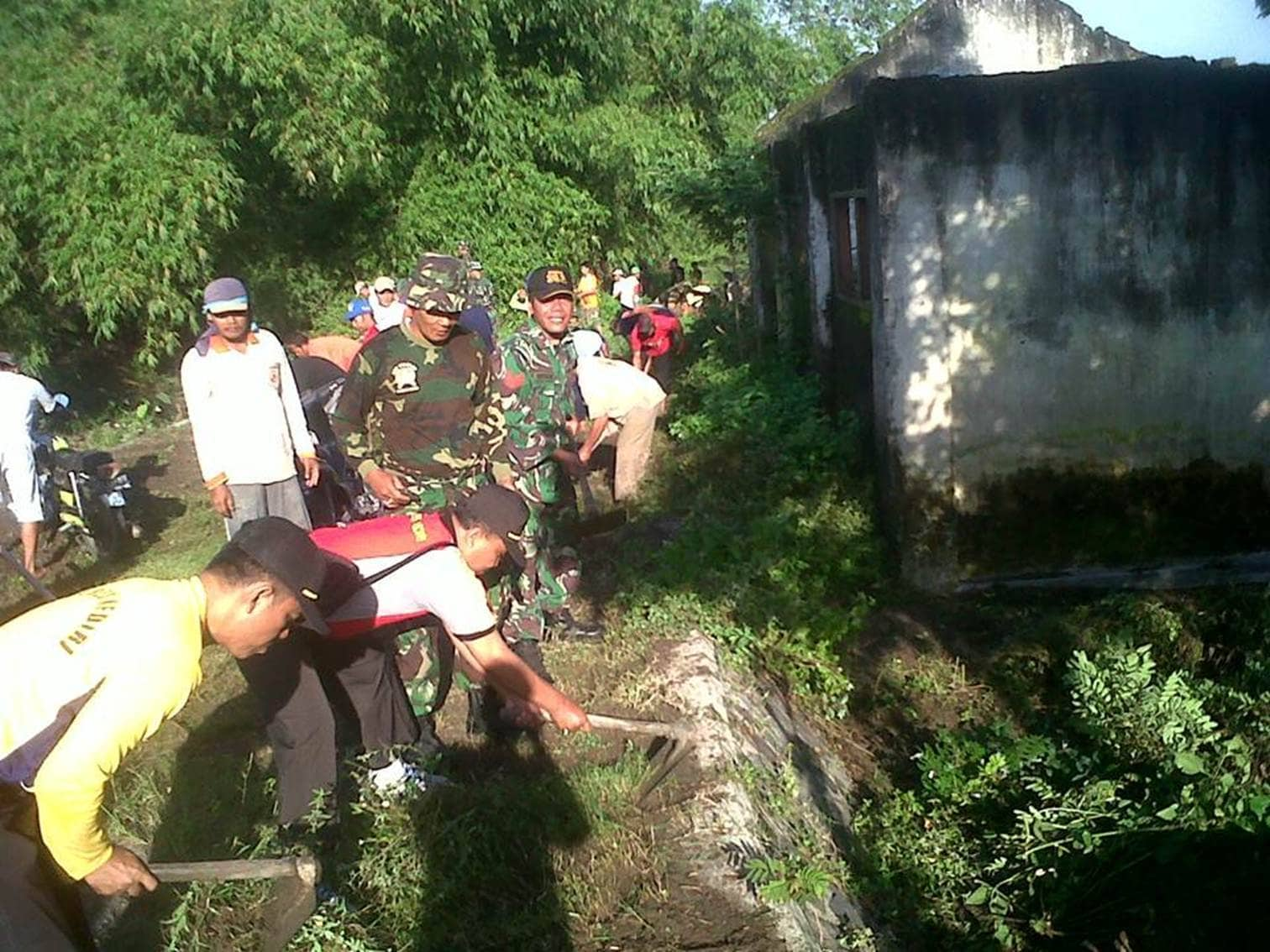 Pembersihan Sungai oleh Koramil Pagu bersama Masyarakat, Antisipasi Banjir Masuki Musim Hujan