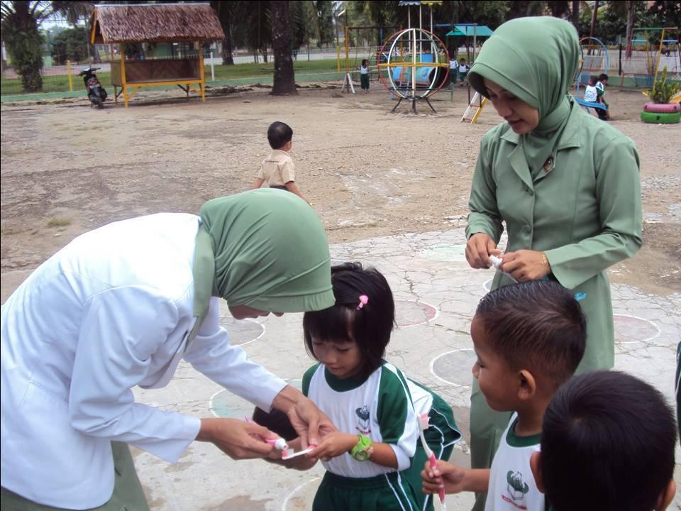 TK Kartika Yonif 111/R Terima Sosialisai Perawatan Gigi