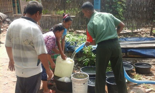 Koramil 1606-02/Tanjung Bersama BPBD KLU Salurkan Air Bersih