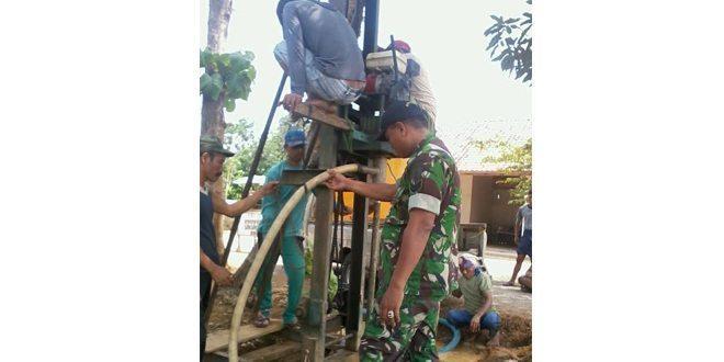 Babinsa Galis, Bantu Pembuatan Sumur Bor Untuk Petani