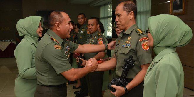 Pangkostrad Pimpin Laporan Korps Penyerahan Jabatan Dan Serah Terima Jabatan Pamen Golongan IV Kostrad