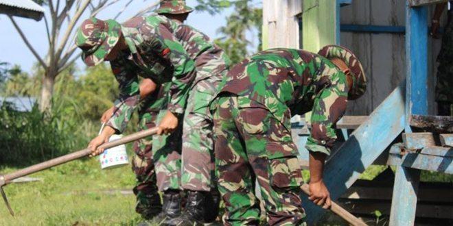Pabintal Yonif 113/JS Pimpin Gotong Royong di Balai Pengajian
